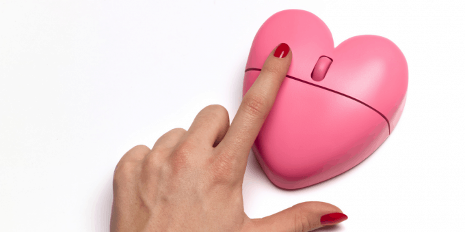 A dating mouse shaped as a heart